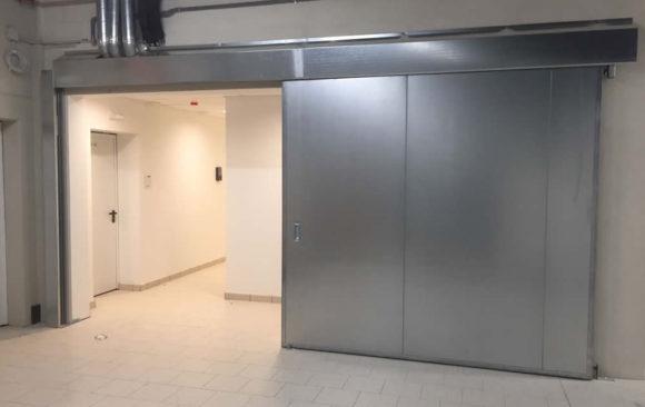 Instalación de puerta cortafuegos corredera