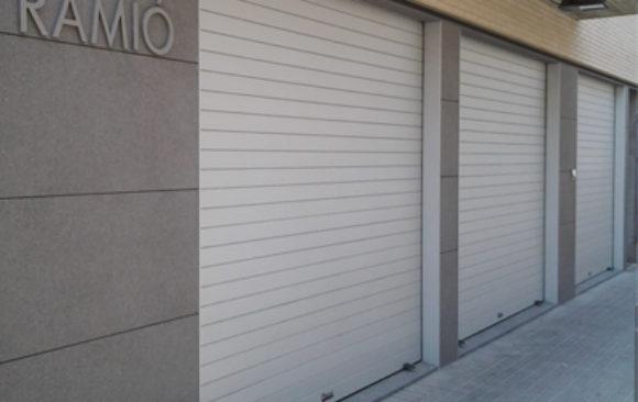 Instalación de puerta enrollable