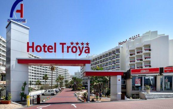 Instalación barrera automática en Hotel Troya