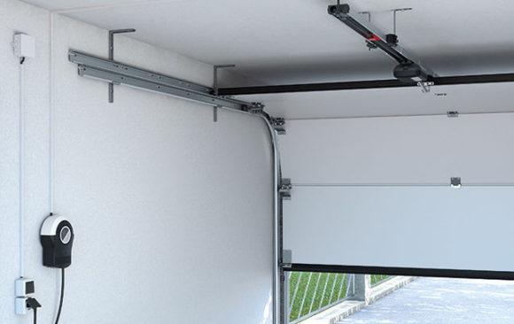 Instalación de puerta seccional para garaje comunitario