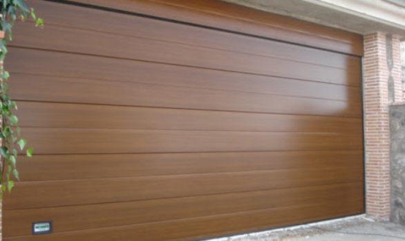 Fabricación propia de puerta seccional
